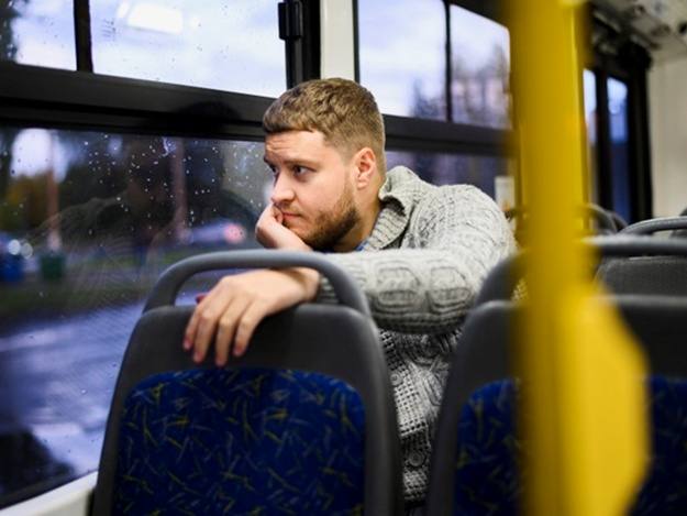вот картинки мужчина едет в автобусе эта хрупкая, красивая
