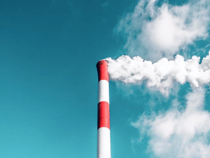 Металлургический завод выделяет токсины/ фото: 5f-media.livejournal.com
