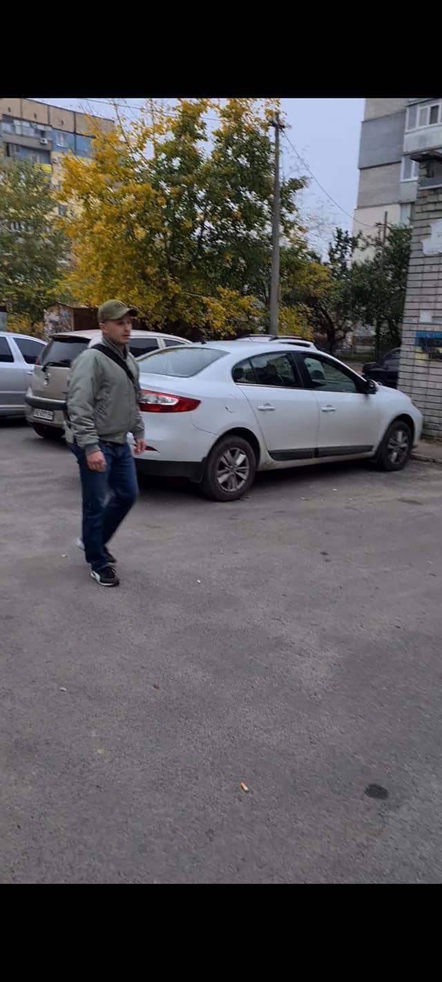 Мужчину пытались остановить свидетели / фото: fb Радмила Чаплыгина