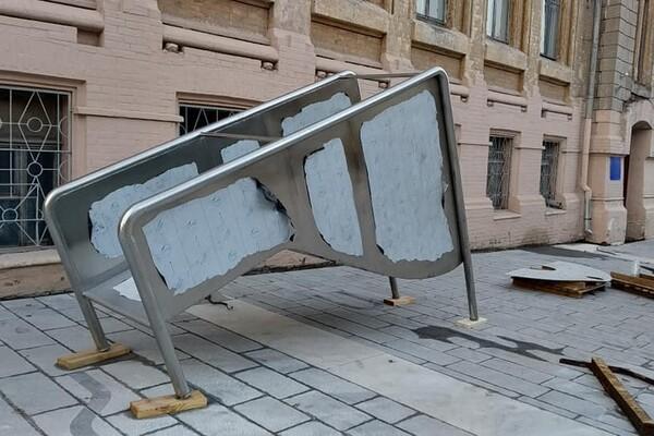 Уличная мебель и декоративные растения: как продвигается ремонт улицы Яворницкого фото 1