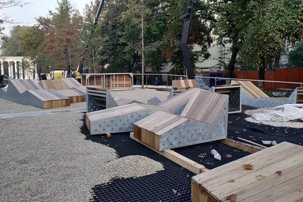 Уличная мебель и декоративные растения: как продвигается ремонт улицы Яворницкого фото 2