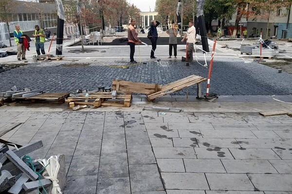 Уличная мебель и декоративные растения: как продвигается ремонт улицы Яворницкого фото 4