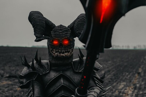 Голливуд отдыхает: в Днепре заметили пугающего демона (фото, видео) фото 3